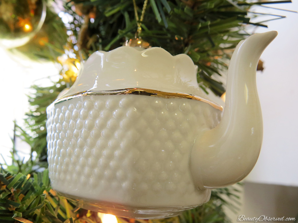 Visit BeautyObserved.com for a little bit of respite in this busy world. Beautiful photography and inspirational memes. #christmas #teapot