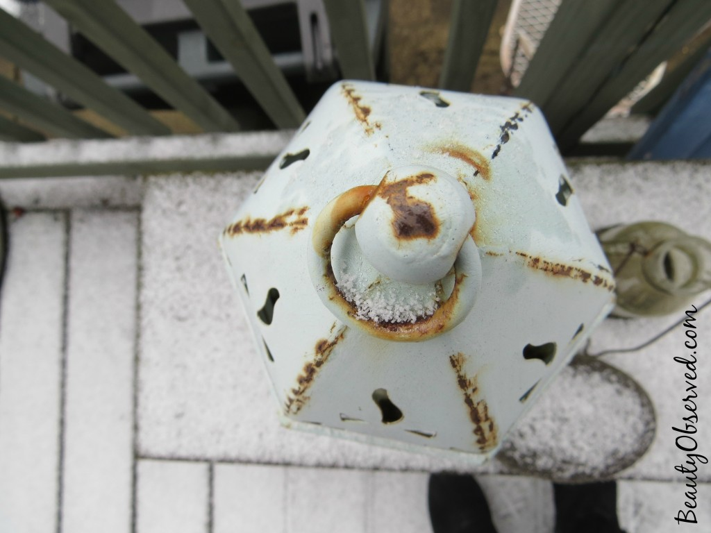 lantern-snow-rust-top